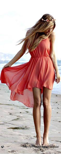 Me encanta este look...parece playero pero con unos bonitos tacones...la más chic de la fiesta!!!  www.blogdebelleza.es