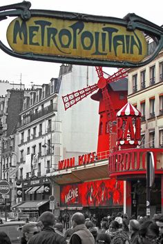 Paris Moulin Rouge Metro