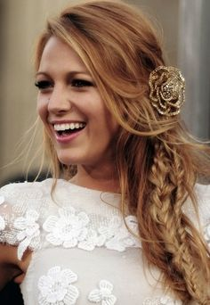 Blake Lively <3 I just love her long blonde hair and the braid and pin compliment it so perfectly! Simply incredible how the formal pin is offset by the lose hair on the top and the slightly messy look of the braid, only Blake can pull this off though. I would probably go for loose curls / naturally flowing at the bottom