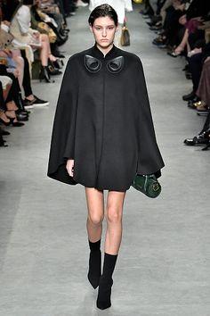 Burberry Ready to Wear - Fall Winter 2017 2018. London Fashion Weeks, Winter f2de972a1b2