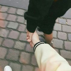 Image about love in Ulzzang Couples 💕 by HoneyPyuh Couple Hands, Gay Couple, Relationship Goals Pictures, Cute Relationships, Couple Wallpaper Relationships, Couple Aesthetic, Aesthetic Photo, Cute Couples Goals, Couple Goals
