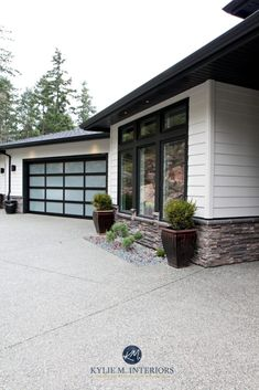 garage door trim provides great curb appeal for your exterior. Here are 10 garage door trim ideas for completing your house. White Stucco House, White Exterior Houses, Exterior Trim, House Paint Exterior, Exterior House Colors, White Houses, Black Trim Exterior House, Exterior Paint Colors For House With Stone, Stucco And Stone Exterior