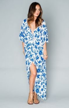 Love this blue and white flowy maxi dress. Get Twisted Maxi Dress ~ Senorita Bluebird Cloud