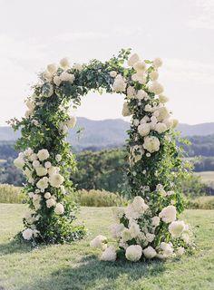 Wedding Ceremony Decorations, Wedding Centerpieces, Arch Wedding, Garden Wedding, Wedding Ideas, Decor Wedding, Floral Wedding, Wedding Flowers, Nature Inspired Wedding