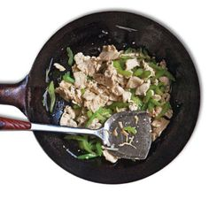 In this dish, a mix of egg white and cornstarch coats the chicken and, after a quick blanching in a little oil in the wok, preserves its succulence—a technique called velveting.