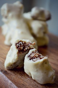 """how to make homemade, raw, vegan white chocolate (and a recipe for chocolate """"bones"""" - great for Halloween"""