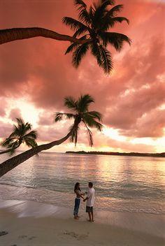 Fiji: Romantic walks along the beach on Yanuca