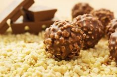 Chocolate Hazelnut Truffles Recipe - Learn how to make delicious, crunchy and creamy Hazelnut Truffles Nutella Balls for the Christmas celebration. Chocolate Hazelnut, Italian Chocolate, Chocolate Coating, Chocolate Lovers, Vegan Desserts, Delicious Desserts, Dessert Recipes, Plated Desserts, Biscuits