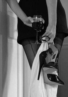 Boudoir Woman holding her high heels and a glass of wine. Boudoir Photos, Boudoir Photography, Art Photography Women, Wine Photography, Frauen In High Heels, Art Of Seduction, Woman Wine, Black N White, Black And White Photography