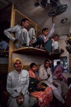 Volete sedervi? Volete provare l'ebrezza di prendere un Treno (di notte) in #India? Pronti e serviti...