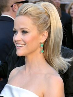 Thats one perky ponytail, Reese Witherspoon. We dig it.