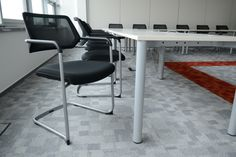 Qivi - konferenčná stolička s posuvným sedákom pre stredne dlhé sedenie.