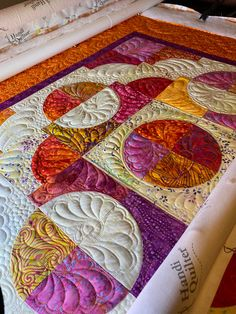 Drunkards Path, Circle is the New Square by Girlfriends material-girlfriends-patterns. Longarm Quilting, Free Motion Quilting, Quilt Block Patterns, Quilt Blocks, Drunkards Path Quilt, Circle Quilts, Quilt Material, Machine Quilting Designs, String Quilts