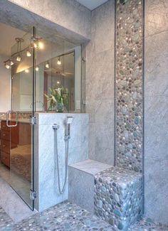 Piedras y Azulejos en Bañera Contemporary Bathrooms, Modern Bathroom, Master Bathroom, Stone Bathroom, Small Bathrooms, Stone Shower, Small Bathtub, Kitchens And Bathrooms, River Rock Bathroom