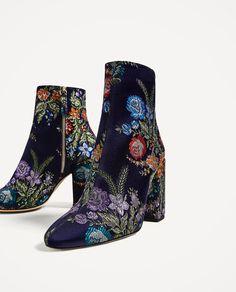 Zara Boots bottines tissu bleu nuit brodées de fleurs AH 2016 et PÉ 2017.