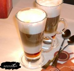 zimowa latte z imbirem i miodem My Favorite Food, My Favorite Things, Latte, Coffee And Books, Coffee Recipes, Nespresso, Liquor, Food And Drink, Sweets