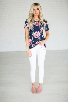 SHIPS 3/21 A gorgeous floral tee to livin' up any jeans & tee day! 95% Rayon, 5% Spandex See Sierra & Halle's sizing HERE, they are both wearing size Sm