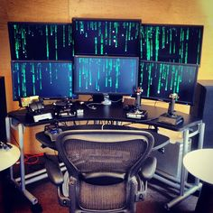 Pc-Desk multi-monitor, similar to The Matrix.