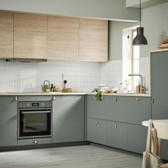 The IKEA Spring Catalog 2020 has been released, packed with smart Scandi design inspiration Kitchen Room Design, Kitchen Cabinet Design, Modern Kitchen Design, Home Decor Kitchen, Interior Design Kitchen, Home Kitchens, Kitchen Ideas, Modern Ikea Kitchens, Small Kitchen Designs