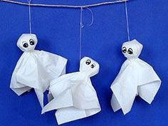 Ghosts, simple and quick for the impatient;)- Gespenster, einfach und schnell für ungeduldige 😉 Ghosts, simple and quick for the impatient; Halloween Crafts For Toddlers, Halloween Diy, Happy Halloween, Halloween Candy, Origami, Spider Crafts, Manualidades Halloween, Paper Roll Crafts, Creations