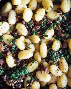 Gnocchipannu | Uusi luottoruokasi | Katso superhelppo resepti! 200 Calories, Black Eyed Peas, Gnocchi, Food, Essen, Meals, Yemek, Eten
