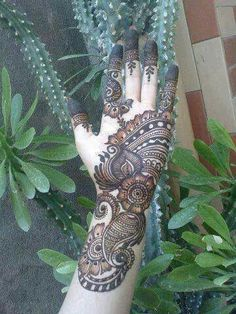The best part about mehndi is its unique designs . Arabic mehndi designs 2016 are acquiring level of popularity among girls and women who's husbands like mehndi :) . Arabic mehndi designs 2016 are different from Pakistani designs. Best Arabic Mehndi Designs, Pakistani Mehndi Designs, Pretty Henna Designs, Eid Mehndi Designs, Beautiful Mehndi Design, Mehndi Patterns, Simple Mehndi Designs, Henna Tattoo Designs, Tattoo Ideas
