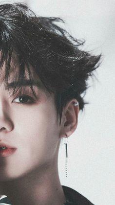 Jungkook era un alfa destinado a estar con Taehyung. Jimin era un omega destinado a Yoongi. Yoongi era un alfa destinado a Jimin pero que amaba a Taehyung. Namjoon, Jungkook Oppa, Foto Jungkook, Bts Bangtan Boy, Jungkook 2018, Jungkook Fanart, Jung Kook, Busan, K Pop