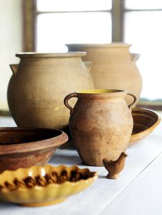 Krukor, krus och durkslag från Nittsjös tidiga produktion. Vid 1800-talets slut försåg verkstaden i första hand den egna socknen med bruksföremål.