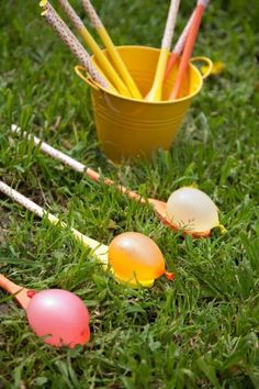 """Water Egg on a Spoon – Forget that egg on a stick race (yuck, all that yoke to clean up! Opt instead for """"egg"""" water balloons when organizing this Easter's team races. Easter with Kids Water Balloon Games, Balloon Ideas, Balloon Race, Water Gun Games, Balloon Games For Kids, Egg And Spoon Race, Diy Ostern, Kids Party Games, Easter Party Games"""