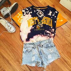 College Style, College Fun, College Fashion, College Life, College Shirts, College Outfits, Tailgate Outfit, Women's Fashion, Fashion Outfits