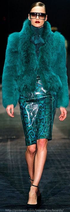 Date: Note: turquoise outfit, snakeskin fitted skirt with a fur jacket. Extravagant and elegant look. Perfect for an special occasion. Fur Fashion, Look Fashion, Couture Fashion, Runway Fashion, High Fashion, Winter Fashion, Fashion Show, Fashion Trends, Fashion Wear