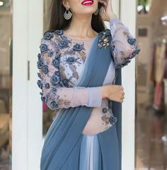 Modern Blouse Designs for Your Gorgeous Look - Fashion Modern Blouse Designs, Best Blouse Designs, Saree Blouse Neck Designs, Stylish Blouse Design, Bridal Blouse Designs, Blouse Patterns, Indische Sarees, Saree Designs Party Wear, Party Kleidung