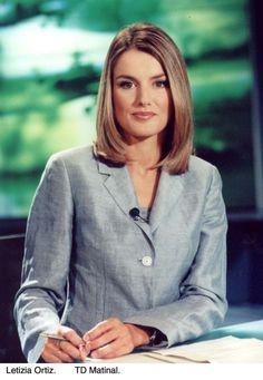 La princesa Letizia durante su etapa como presentadora del telediario matinal de TVE en 2001.
