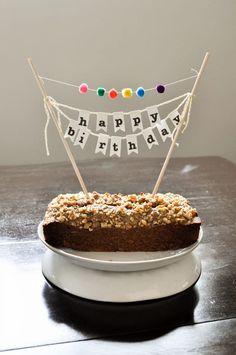 diy birthday banner DIY Birthday Cake Banner with Pom-Poms Happy Birthday Kuchen, Happy Birthday Girlande, Happy Birthday Cake Topper, Birthday Cupcakes, Brithday Cake, Birthday Banner Design, Diy Birthday Decorations, Birthday Cake Decorating, Diy Happy Birthday Banner