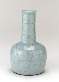 Guan ware mallet-shaped vase