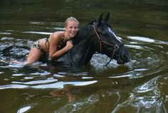 Ride a horse bareback, swimming It is so cool.It makes you feel like you are floating.I never got wet Animal Magnetism, All About Horses, Girls Bathing Suits, Farm Barn, Summer Bucket Lists, Horse Girl, Getting Wet, Equestrian Style, Adventure Is Out There