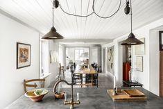 home tour: old natural house Modern Scandinavian Interior, Swedish Interiors, Nordic Interior, Scandinavian Kitchen, Interior Design, Real Estate Branding, I Coming Home, Swedish Style, Rustic White