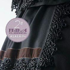 Feitura Folk Costume, Needle And Thread, Needlepoint, Designer Dresses, Tote Bag, Dress Designs, Spanish, Barcelona, Bags
