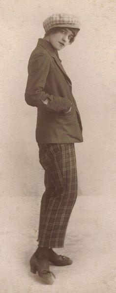 Femme en pantalon 1920 / garçonne