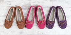 #shearlingslippers #qualityslippers #fashion #footwear #stylishwear Shearling Slippers, Moccasins, Footwear, Flats, Stylish, How To Wear, Shoes, Fashion, Fuzzy Slippers