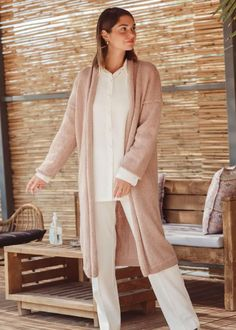 knit coat pattern-easy knit coat -knitting pattern-1 Knitted Coat Pattern, Cardigan Pattern, Coat Patterns, Knitting Patterns, Knitwear, Duster Coat, Product Launch, Normcore, Popular