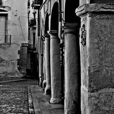 detall dels porxes de la plaça del mercat,Xàtiva