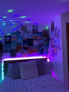 Indie Room Decor, Cute Bedroom Decor, Bedroom Decor For Teen Girls, Room Design Bedroom, Teen Room Decor, Room Ideas Bedroom, Bedroom Inspo, Neon Bedroom, Chill Room