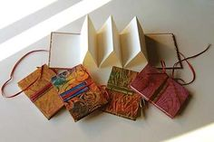 elements and principles of art accordion book Accordian Book, Concertina Book, Accordion Fold, Mini Books, Book Crafts, Paper Crafts, Handmade Books, Handmade Journals, Book Folding
