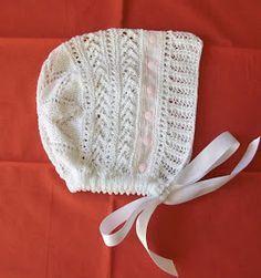 GORRITO DE BAUTISMO Material Hilo de algodón blanco nº 8 Agujas de punto nº2 32 cm Entredós 75 cm cinta de raso blanca Pu...