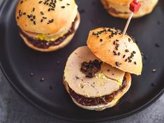 Recipe Mini burgers with foie gras. Components (four individuals): eight mini burger buns, eight slices of 20 g every of foie gras, four tbsp. onion confit … – Uncover all of our meal concepts and recipes on Delicacies Actuelle Mini Burgers, Mini Burger Buns, Love Eat, I Love Food, Mini Sandwiches, Buffet, Xmas Food, Hamburger Recipes, Breakfast Recipes