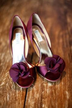 Wedding shoes the color of the bridesmaid's dresses! Add a little color!