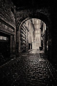 Edinburgh, Scotland - Dead of Night The Places Youll Go, Places To See, Foto Gif, Dark City, City Aesthetic, Alleyway, Old Street, All Nature, Nocturne