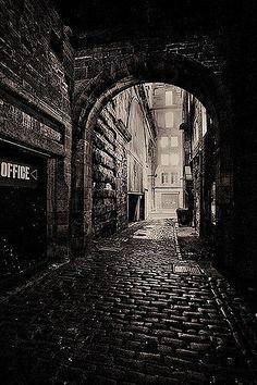 Edinburgh - Dead of Night Dark Photography, Black And White Photography, Street Photography, Scenic Photography, Night Photography, Landscape Photography, Foto Gif, Dark City, Arte Obscura
