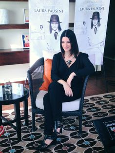 Mexico Promo Day 5.12.2013 Laura Pausini wearing a Reminiscence necklace  #giuliapricca